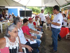 Cerca de 100 pessoas foram atendidas na feira. Foto: Carlos Alexandrino