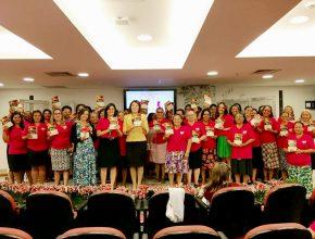 45 líderes que estão participando do Desafio 1+1, ganharam uma bíblia com guia de estudos.