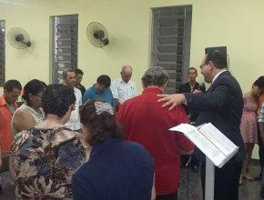 Durante a Semana, muitos ouvintes foram convidados para participar do estudo da Bíblia.