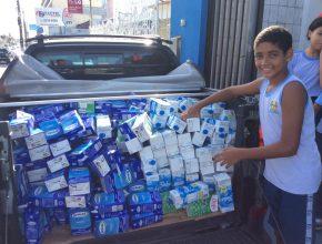 Crianças e familiares serão beneficiados com o leite arrecadado