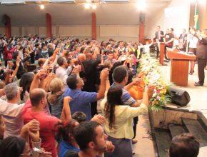Centenas de famílias assistiram a programação que motivou decisões de batismo