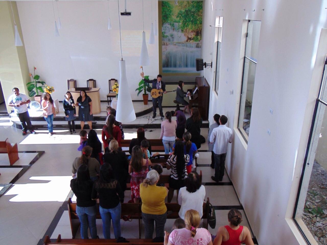 Adventistas e pessoas de outras denominações participam do Ministério Manancial