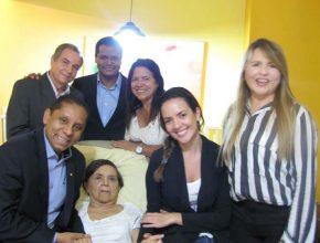 Dona Maria de 75 anos aceita ser rebatizada pelo pastor Luis Gonçalves
