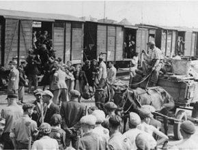 Judeus sendo transportados para os Campos de Concentração.