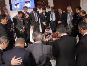 Momento de oração pela consagração dos materiais com a presença de líderes de oito países sul-americanos