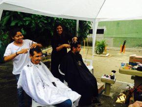 Comunidade Tijuaçu recebe corte de cabelo gratuito de voluntários da Igreja Adventista de Vila Isabel