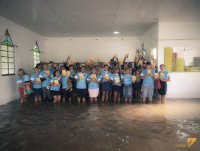 Memso com a cheia do Rio Solimões, os fiéis da Igreja Adventista em Iranduba saíram para distribuir esperança.