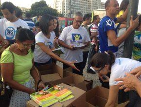 8 mil livros são distribuídos na Marcha para Jesus