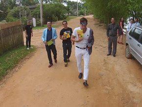 Dr. Rey saiu as ruas de Ji-Paraná para pessoalmente entregar livros a população.