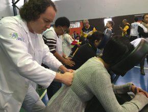 Uma boa massagem foi um dos serviços oferecido aos visitantes da feira no Unasp HT