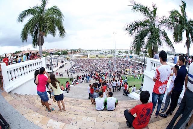 Mais de 4 mil pessoas compareceram a praça Maria Aragão para participar da Celebração NT.