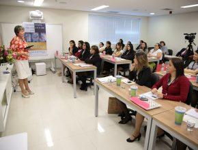 Cerca de 25 secretárias participaram do treinamento.