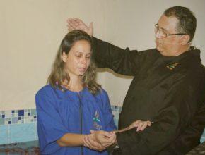 Celme foi batizada cinco meses após entrar em um grupo de oração do WhatsApp