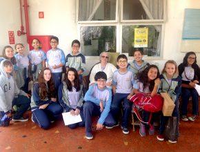 Alunos do Colégio de Santo Amaro em visita a uma das instituições beneficiadas.