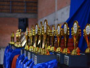 Envolvidos no projeto receberam troféus e medalhas.