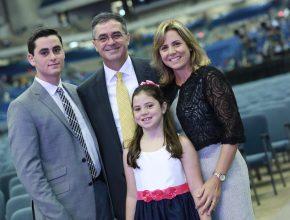 Pastor Erton, a esposa Adriene e os filhos Matheus e Mariana