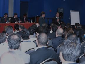 Momento em que pastores Ignácio Kalbermatter e José Carlos de Lima, presidente e secretário da Comissão de Nomeações da Divisão Sul-Americana, anunciaram os nomes