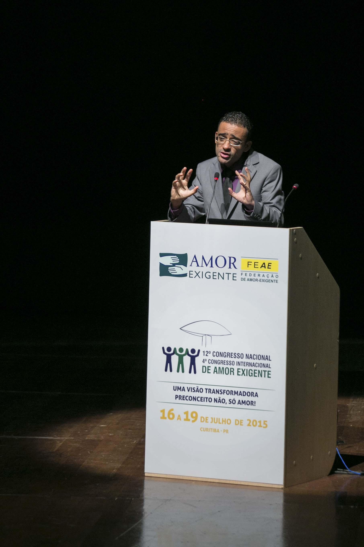 Pastor-Rodrigo-Rodrigues-representa-a-IASD-no-congresso-2