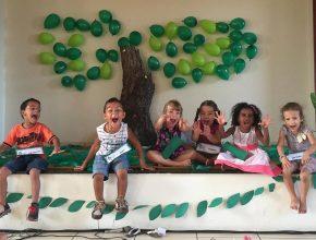 Crianças na Escola Cristã de Férias em Bataguassu, aprendendo sobre o Leão e seu rugido.