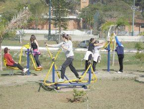 Prática de exercícios físicos fez parte do programa do evento de saúde.