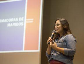Fabi durante palestra da IASD Central de Campo Grande, no último domingo (9 de agosto).