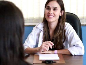 Hoje Ellen trabalha em um centro de saúde de Contagem (MG)