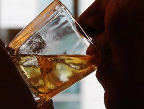 Só no Brasil estima-se que se perda 7,3% do Produto Interno Bruto por causa de gastos com o consumo de álcool