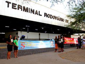 """Ação do """"Quebrando o Silêncio"""" no terminal rodoviário de Juazeiro-BA (Foto: Felipe Pereira)"""