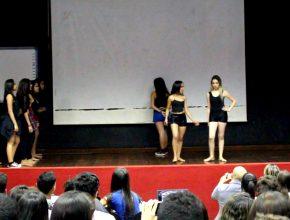 Apresentação dos estudantes do Colégio Adventista de Juazeiro no auditório do Colégio Modelo Luiz Eduardo Magalhães (Foto: Frame/Amilton Xavier)