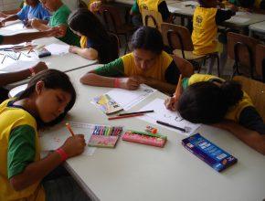 Projetos de alfabetização alcançam crianças, muitas delas em situação de vulnerabilidade social