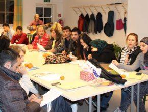 Curso oferecido em alemão para refugiados na cidade de Braunau, na Áustria. Crédito: Adventist Review