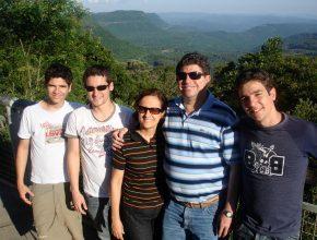 Pastor Moisés Batista e família