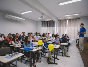 São oferecidas 16 oficinas diárias sobre diferentes temas sobre trabalho missionário voluntário (Foto: Ellen Lopes)