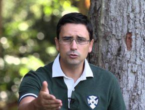 Saraiva é apresentador do programa Está Escrito, da TV Novo Tempo e orador conhecido há muito tempo.