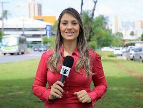 Tatiane Lopes em ação: ela passou pela experiência de confiar em Deus diariamente durante o período de colportagem estudantil