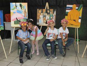 Cada sala estava totalmente ornamentada com obras de cada artista, inclusive os alunos estavam vestidos a caráter, representando seus respectivos personagens.
