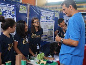 Os pais colaboraram bastante também, a diretora contou ainda que os alunos receberam auxílio de engenheiros e de outros profissionais, indicados pelos pais dos alunos
