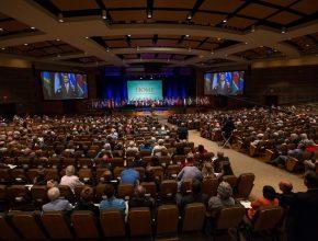 Momento em que pastor Erton Köhler falou sobre a excelente parceria que Maranatha tem com a Igreja Adventista