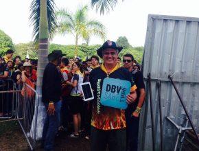 Líder de desbravadores da América do Sul, pastor Udolcy Zukowski, com o aplicativo DBV Sabe Tudo