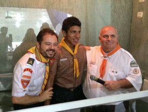 Thiago que se batizou na Primavera, percorre ao todo 16 km de bicicleta para frequentar o Clube de Desbravadores.