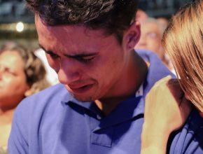 após 11 anos longe de Deus, Paulo decide ser batizado
