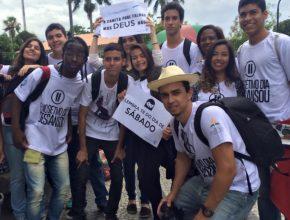 Jovens levam mensagens de tranqüilidade e paz aos candidatos do Enem