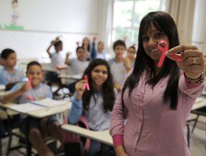 Alunos participam em sala de aula da Campanha
