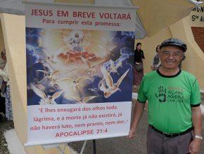 Há 40 anos Leandro realiza o trabalho nos cemitérios falando da volta de Jesus