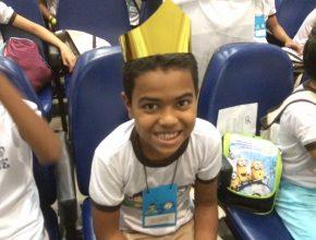 Sorriso estampa o rosto do pequeno Nicolas Peterson