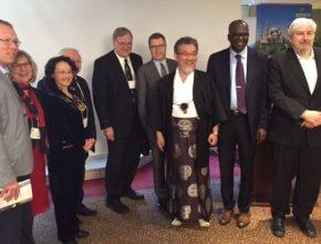 Diop é o segundo da direita para a esquerda nessa imagem durante a reunião dos líderes.