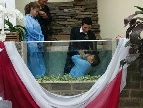 Jovens participam de cerimônia pública de entrega em Salto do Jacuí (RS)