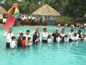 Mesmo tendo pouca idade, muitas crianças tomaram a decisão mais importante de suas vidas: o batismo