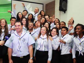 Pastor Campitelli com os 24 missionários do projeto.