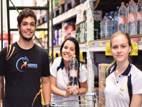 Líderes do projeto vão ao mercado comprar água